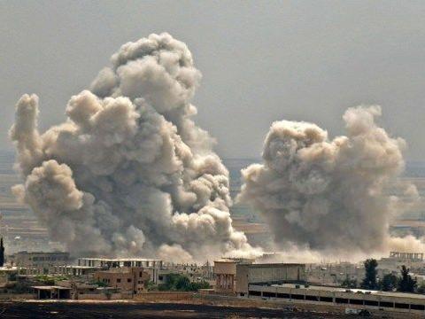 俄军出动战机轮番空袭,炸毁24辆武装车歼灭200人,美国措手不及
