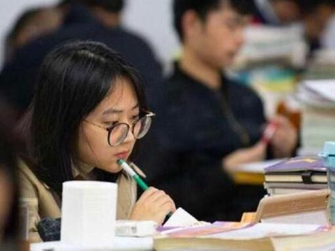 """高考进入倒计时,警惕孩子出现""""高三症"""",不引导成绩将下滑"""