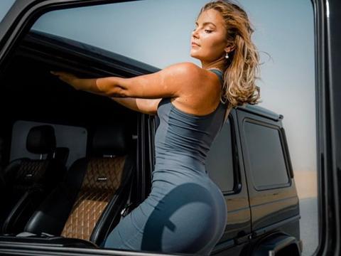白癜风健身网红,性感美背+完美腰臀比,自信又阳光的她太惊艳了