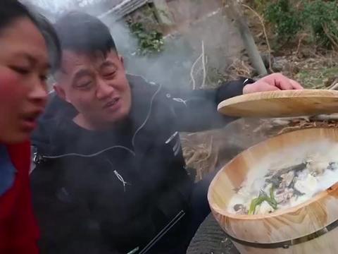 胖妹拿20斤鹅卵石做木桶鱼,肉嫩汤鲜吃着美滋滋也太痛快了