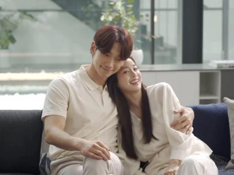 韩国女星金泰熙久违亮相,与丈夫Rain拍广告,相互依偎甜蜜撒糖