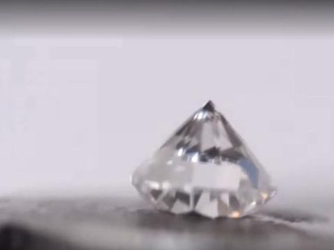 男子为做实验用价值3万元钻石挑战液压机,没想到竟是这样的结果