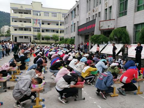 平昌县坦溪小学开展闭气演练 学生体验溺水难受