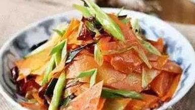 美食推荐:小炒牛肉,香辣鸡翅根,泡椒带鱼,炝炒胡萝卜的做法