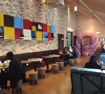 全国首家hello kitty主题咖啡馆位于宁波南塘老街二期商业区……
