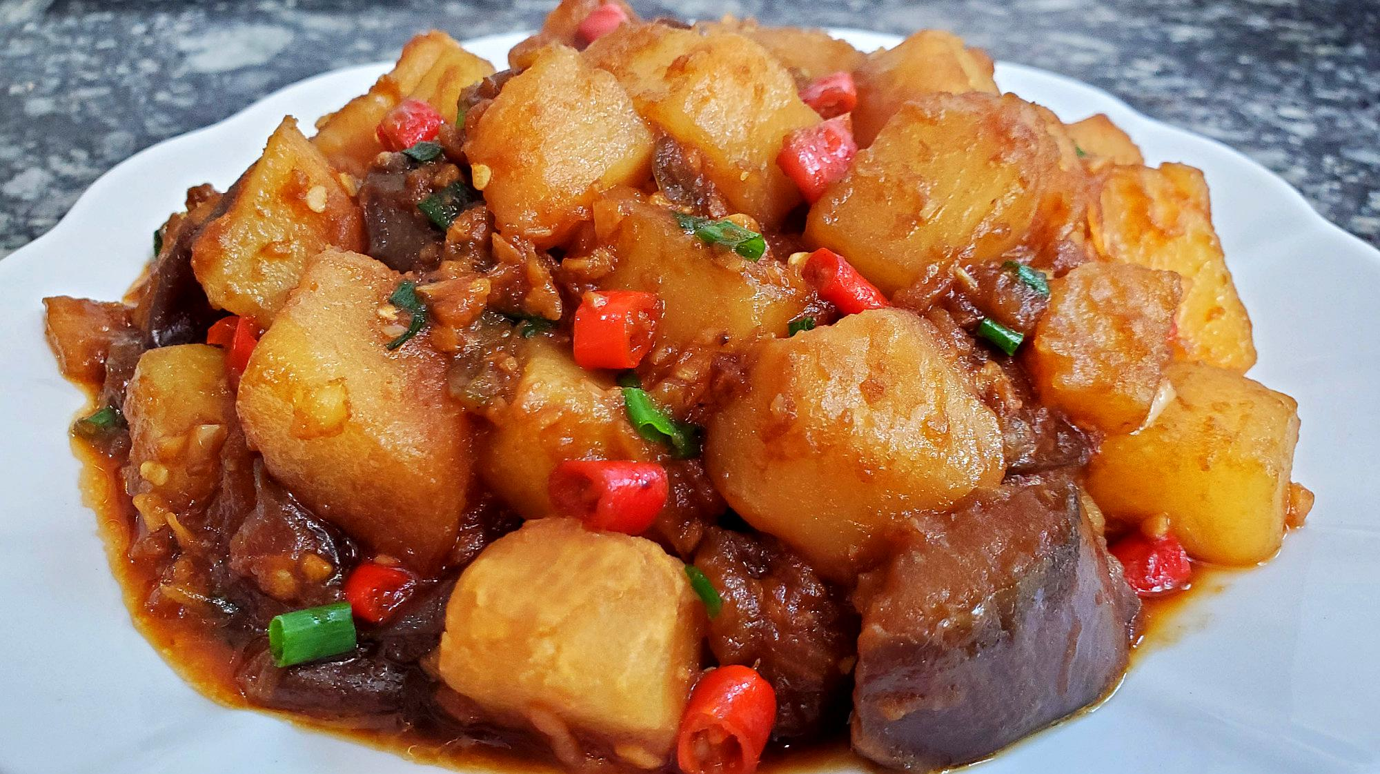 教你营养美味的茄子烧土豆,简单家常又好吃下饭,咋吃都不觉得腻