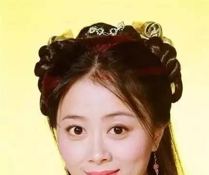 最美绿叶姚安怡48岁似少女,5岁女儿颜值高,曾得罪化妆师被戏弄