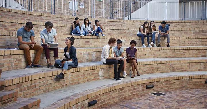 阿根廷十分之七的学生没有读完高中