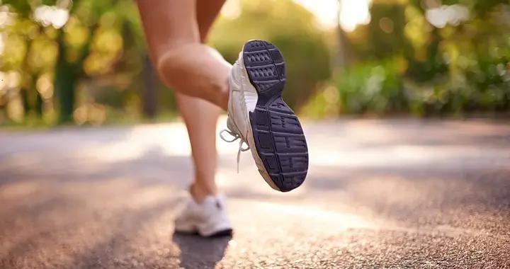 """先吃早饭还是先刷牙?跑步是前脚还是足跟先着地?这9个""""小纠结""""的答案来了!"""