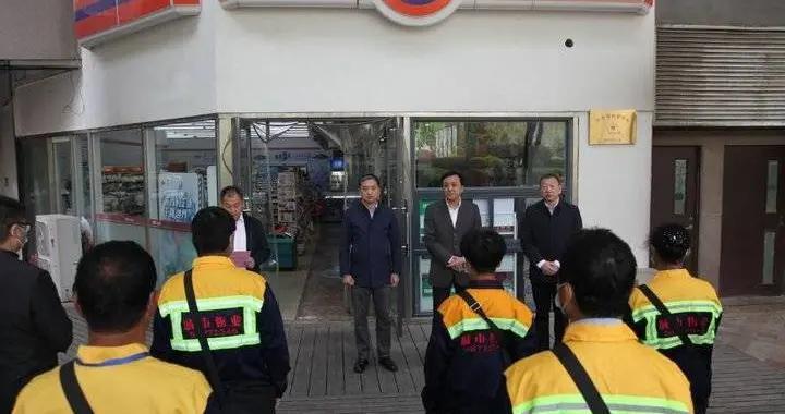 """青岛两年打造677个暖心驿站,泊车员首进""""避风港"""""""