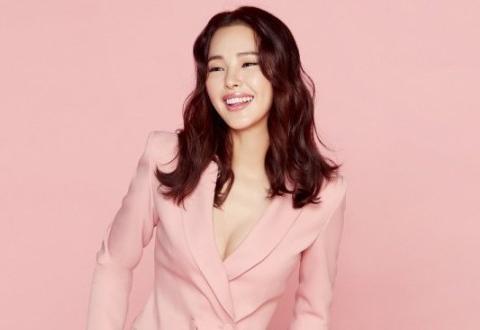 韩国女艺人李哈妮代言内衣品牌拍最新宣传照