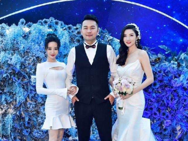陈思诚黄晓明参加婚礼,他们与Baby闺蜜亲密自拍,未见佟丽娅Baby