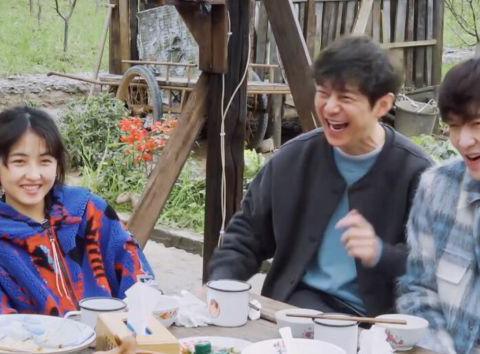 张子枫调侃杨紫:北电和中戏哪个好找工作,杨紫的回答让大家笑翻