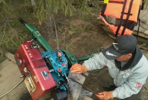 《锦州东湖公园水面惊现油污带》续:施工单位停工整改,继续关注