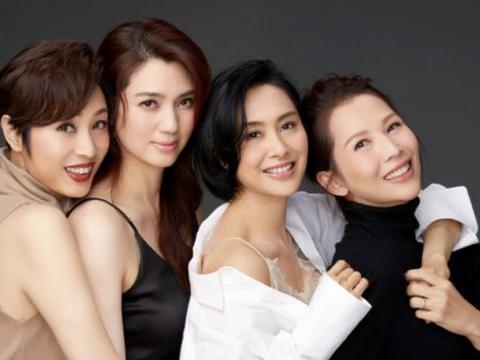 洪欣与7岁女儿拍合照,后者自己做蛋糕庆母亲节,张丹峰依然缺席