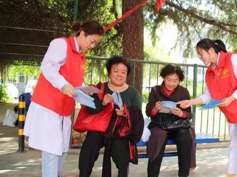 长治市人民医院眼科中心巾帼志愿者走进社区开展爱心义诊活动