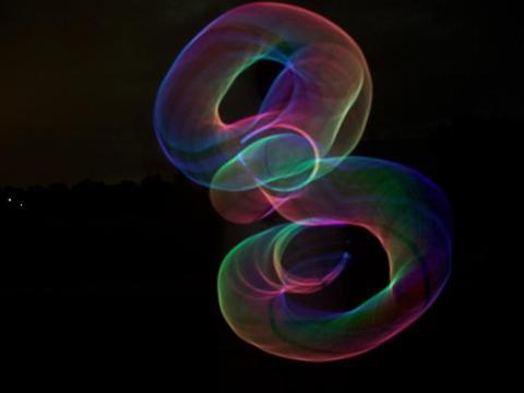 """宇宙为何在膨胀?多重量子场产生暗能量,让宇宙""""分崩离析"""""""