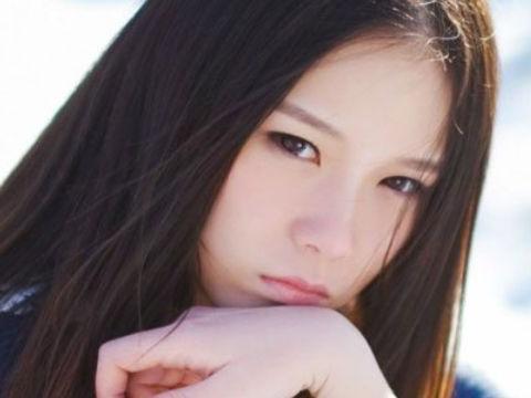 """""""音乐少女""""本兮:15岁写歌,17岁爆红网络,为何22岁突然离世?"""