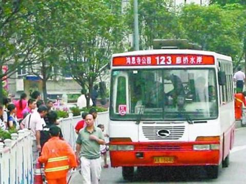 公交车全程2元一人,共享单车一小时近5块,却不缺消费者,为何?