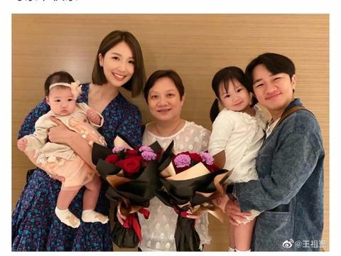 王祖蓝和妈妈女儿长太像,李亚男生完二胎恢复快,俩宝贝脸圆太萌