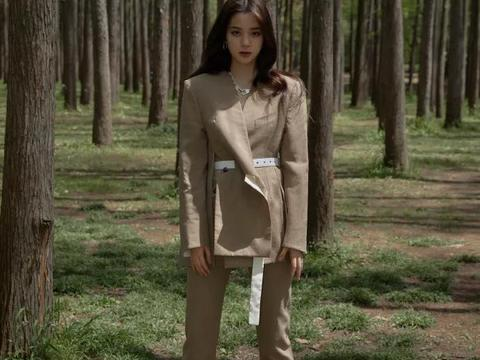 欧阳娜娜野外露营,学生裙绽放淑女范,美出新高度