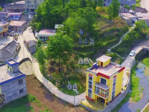 贵州一户人家乡下建豪宅,无人机飞过去一看,这房子不简单?