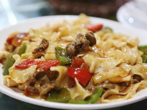 学会这样做牛肉炒面片,营养美味又解馋,让你非常痛快的享受美食