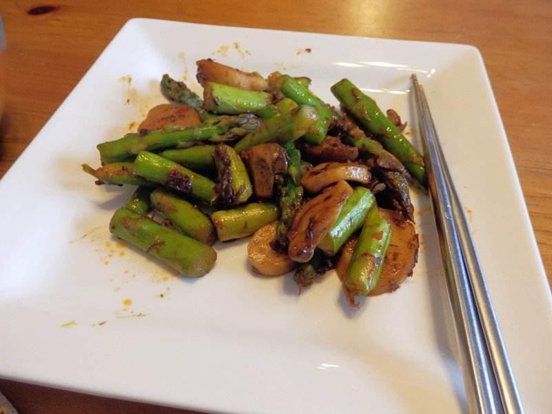 学会这样做芦笋炒杏鲍菇,鲜香美味又营养好吃,孩子们都馋得不行
