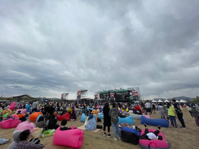我在音乐节现场围观数万人喊退票,他们还一起骂了沈黎晖
