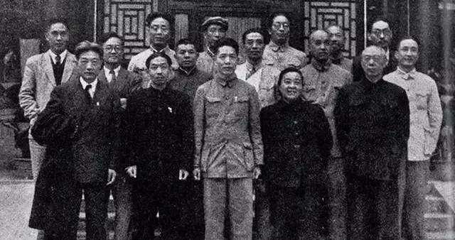 """中国文化界探秘:徐悲鸿与""""汉奸""""刘海粟的世纪仇怨。"""