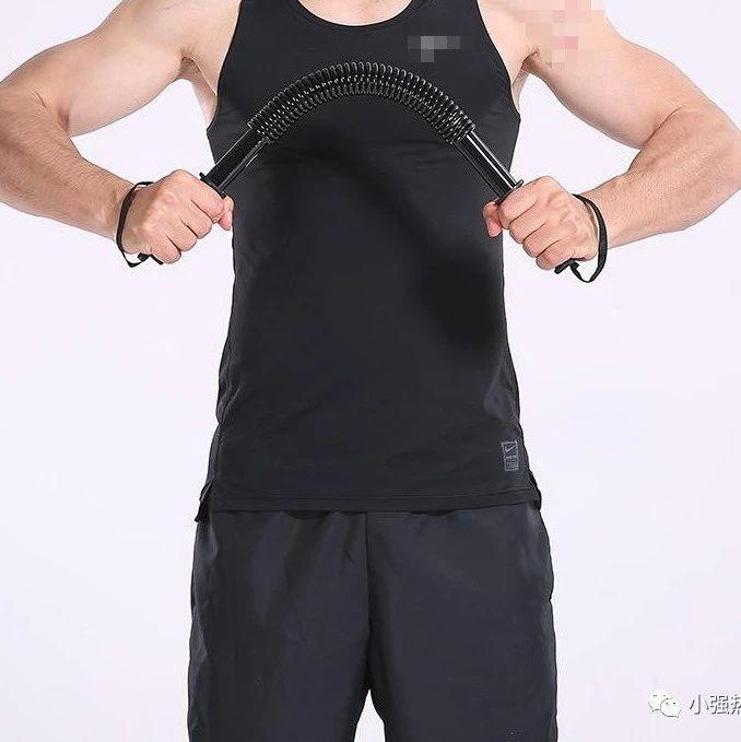 男子在家中健身,这个举动让他差点双目失明!这些运动最易发生眼部损伤!