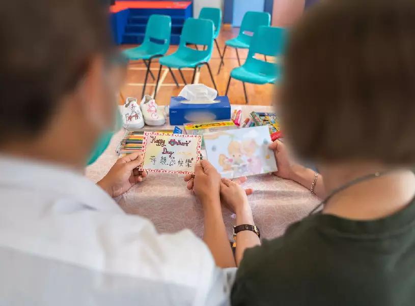 【惩教署里的母亲节】香港惩教署在囚青少年用画作感谢母亲
