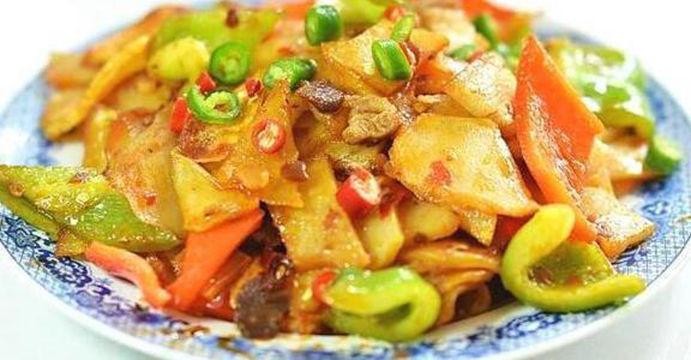 美食:香菇青菜,番茄鱼片,香辣干锅土豆片,茶树菇烧豆腐