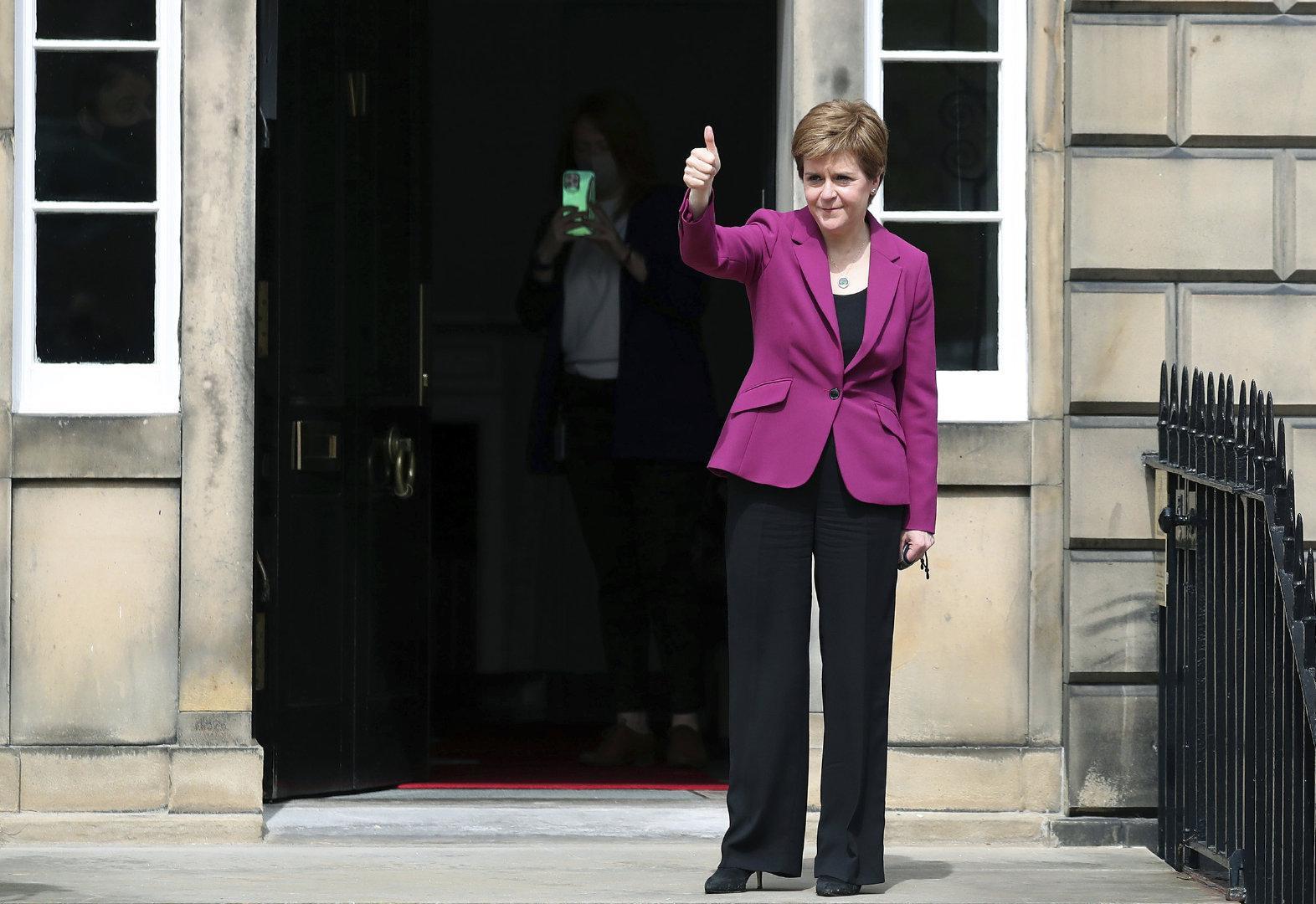 """苏格兰首席大臣:""""约翰逊,第二次独立公投只是时间问题"""""""