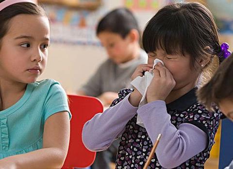 宝宝鼻涕反复难清理,到底是感冒前兆还是鼻炎?家长内心要有数