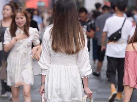 米白色连衣裙,同样可以优雅脱俗