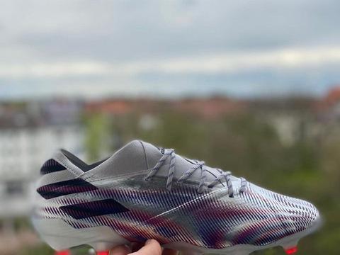新配色adidas Nemeziz.1足球鞋实物曝光