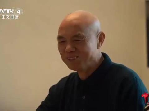老外在中国:老外说他现在喜欢用筷子吃饭,觉得用筷子更安静