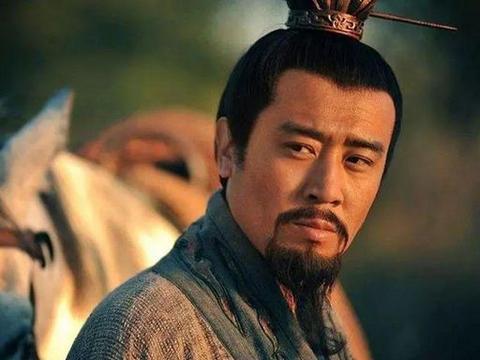 刘备没有曹操、孙坚的家庭背景,怎么从寒门子弟变成汉昭烈皇帝?