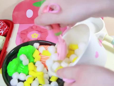 厨房玩具:煮一锅玉米饭搭配香煎三文鱼!一起玩过家家吧!