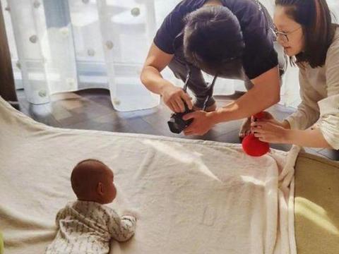 """郑恺和苗苗为女儿拍百天照火了,这才是真正高级别的""""炫娃"""""""