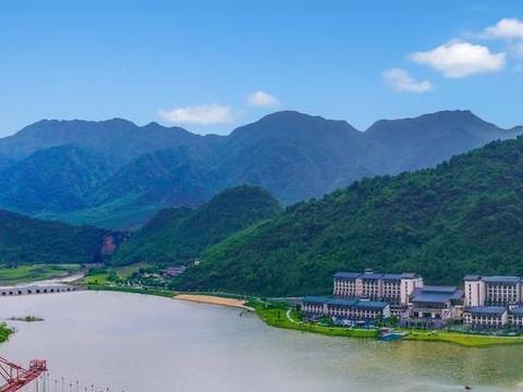 距广州2.5小时车程,藏着一座景区,可蹦极,可赏景,还能乘天梯
