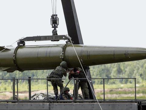 日本扬言用武力夺岛,俄军回应用核武反击,菅义伟敢越雷池半步?