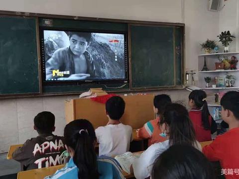 南阳市第42小学组织学生观看爱国主义教育影片