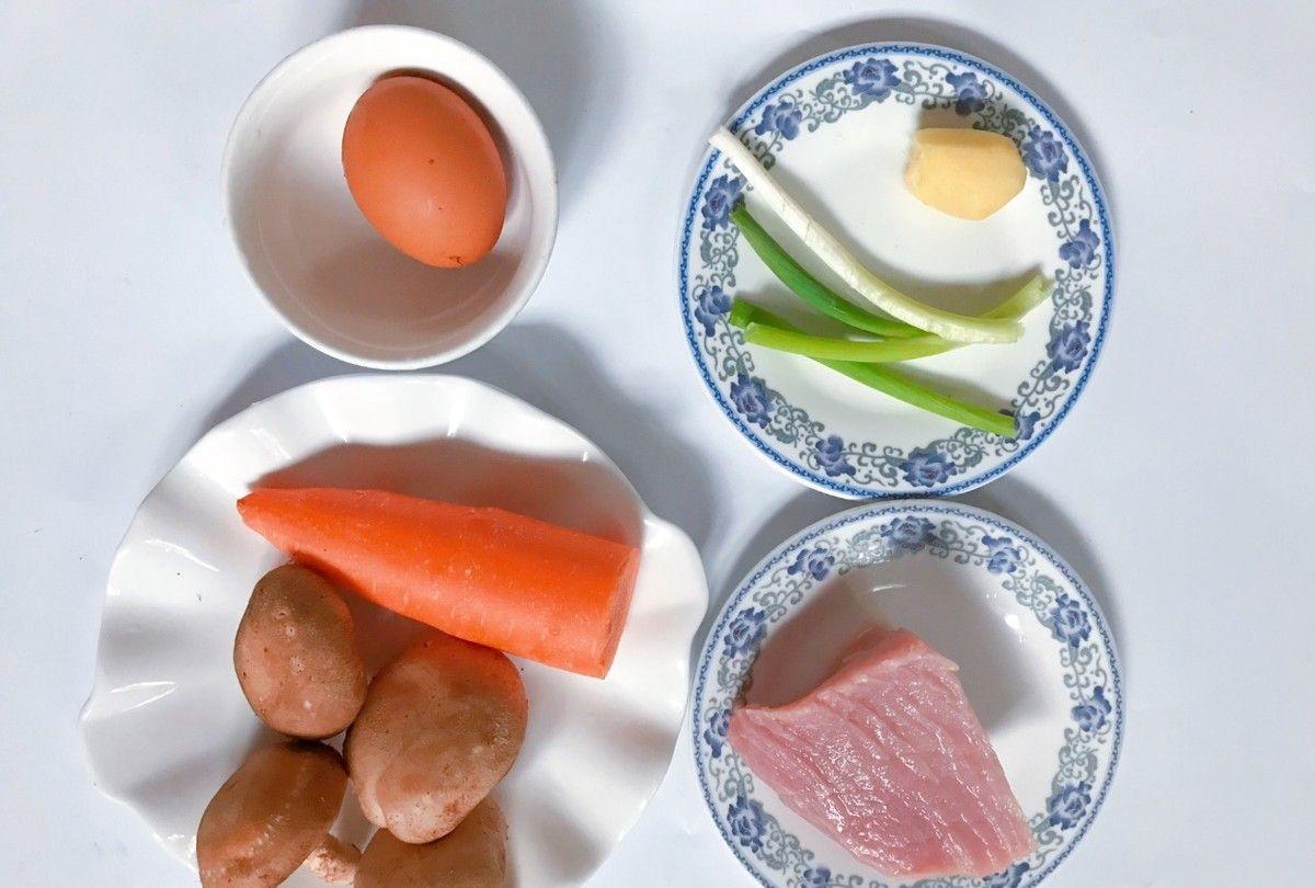 解锁饺子新吃法,搭配蛋液,做成美味的煎饺抱蛋,味道太好了