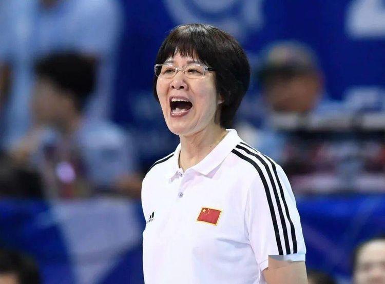 郎平喜从天降!中国女排备战突收喜讯,奥运卫冕再提速