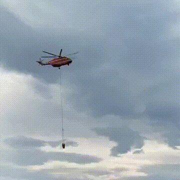 大理一架直升机坠入洱海,坠机画面曝光,飞机在空中已爆炸起火