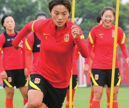 王霜称女足能踢出不逊男足的比赛引热议:女足能跟男足相提并论吗