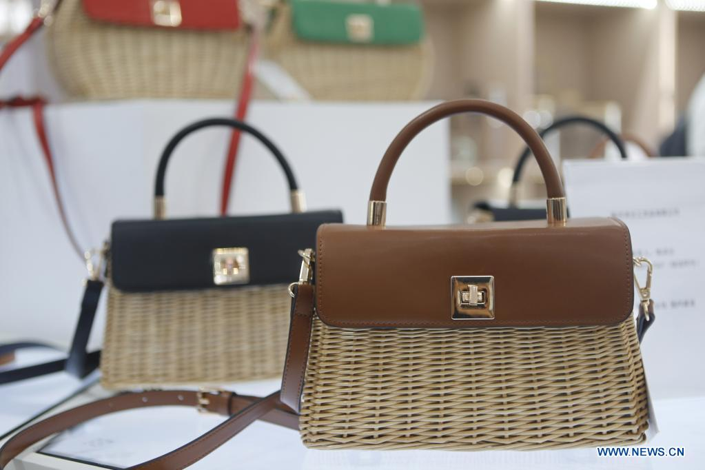 Photo taken on May 9, 2021 shows handmade woven bags on display during the first China International Consumer Products Expo in Haikou, capital of south China's Hainan Province. Domestic exhibits with Chinese characteristics are quite a sight at the Expo, not only meeting the needs of consumers, but also reflecting the unique charm of Chinese culture. (Xinhua/Ding Hongfa)