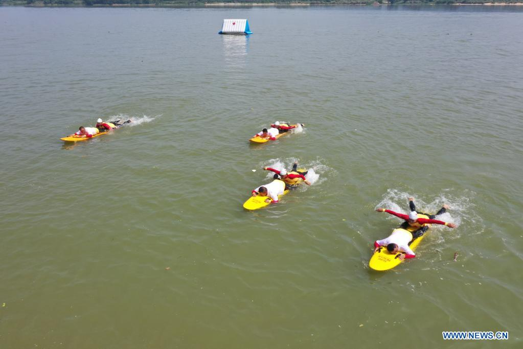 Aerial photo taken on May 10, 2021 shows Red Cross rescue teams participating in an aquatic lifesaving exercise during an emergency rescue drill in Fuzhou, capital of southeast China's Fujian Province. A comprehensive emergency rescue drill hosted by the Red Cross Society of China was held in Fuzhou on Monday. A total of 13 Red Cross rescue teams from all over the country and the Donghai No.2 flying rescue service participated in the drill and systematically exercised rescue subjects like aquatic lifesaving, search and rescue, medical treatment, water supply and etc., in an effort to improve the joint rescue capability of various rescue teams at different levels. (Xinhua/Jiang Kehong)